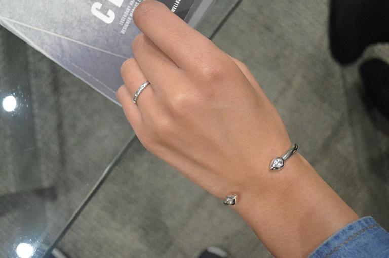 ring-denim-details